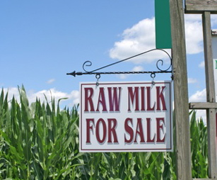 raw-milk-sign-featured